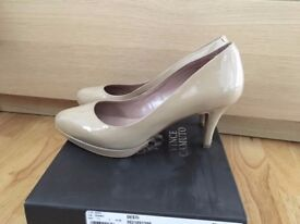 Vince Camuto nude patent leather shoes