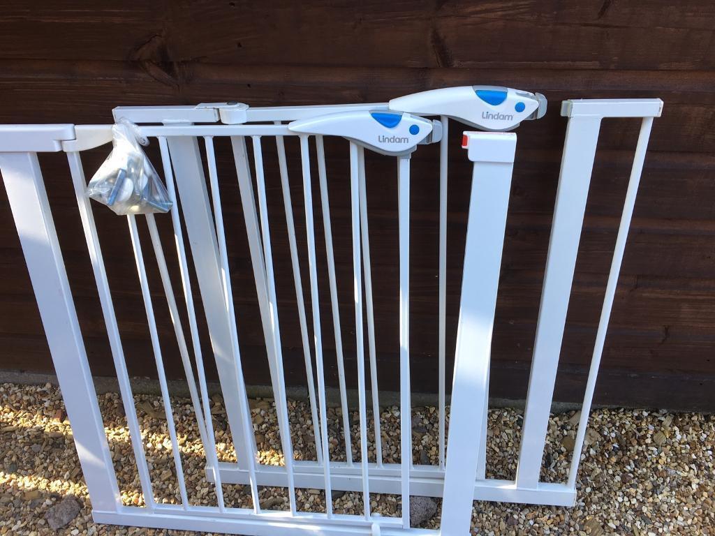 2 (lindam) baby gates