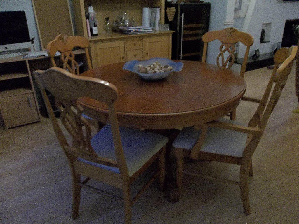 Round Extendable Wood Dining Table And Chairs In Flitwick - Wooden dining room table with 6 chairs