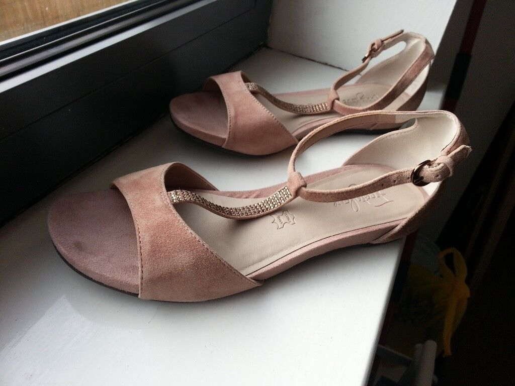 Footglove sandalsin Belfast City Centre, Belfast - Footglove sandals. Color rose. Size 3.5. Used once and in good condition. Pickup only