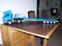 BRUDER 1/16T SCALE RADIO CONTROLLED ARTIC UNIT WITH LOW LOADER TRAILER