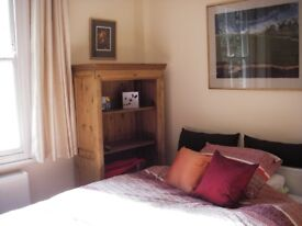 Lovely, spacious double bedroom available for rent in central Cambridge home