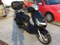 PEUGEOT VIVACITY 3 50cc SCOOTER - 2008 - BLACK - EXCELLENT CONDITION - FULL YEAR's M.O.T.