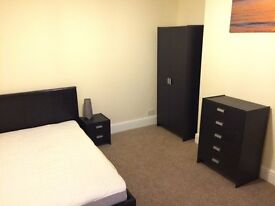 £430 Pcm Large Room Exec Houseshare Bills All In