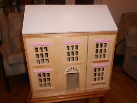 A wooden dolls house with fully opening hinged frontage, good condition