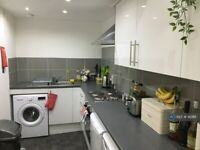 4 bedroom flat in Gibson Street, Glasgow, G12 (4 bed) (#912811)