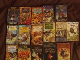 TERRY PRATCHETT DISC WORLD BOOKS - PAPERBACK - 16 IN TOTAL - COLLECTION ONLY