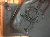Wacom Intuos Pro Large Graphics Drawing Tablet PTH-851 Wacom Art Pen, Extra tips & Protective Case