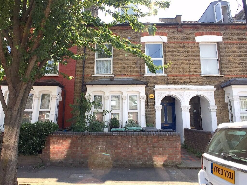 Furnished Well Presented Studio Flat Situated within a Short Walk To Manor House Tube Station
