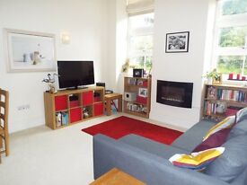 Superb Luxury 2 Bedroom Flat in James Weld Close, High Ceilings, Parking, Great Central Location