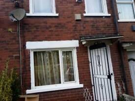 2 bedroom Terrace house in LONGROYD TERRACE Leeds to rent in LS11, parking , garden