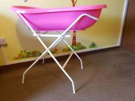 Baby bath with folding stand in excellent condition