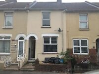 4 bed room house to rent indIvidual rooms or whole house 1200