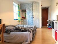 Studio with separate kitchen in Turnpike Lane N8. Bills Included.