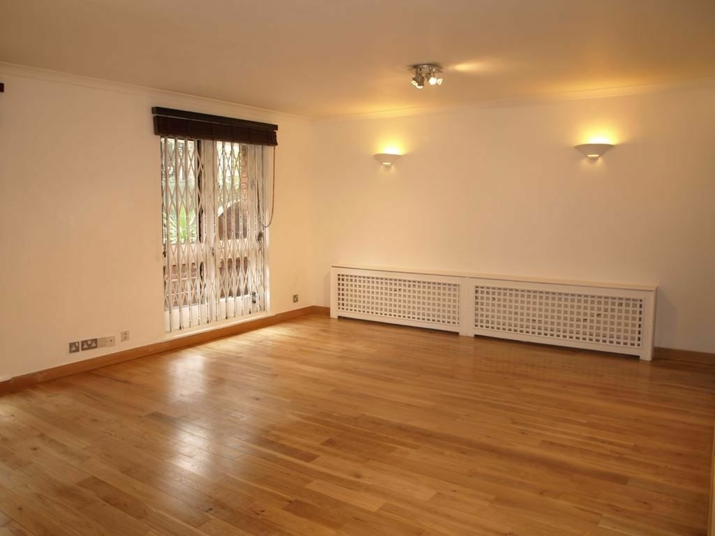 2 bedroom flat in Marlborough Place, St Johns Wood
