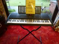 YAMAHA PSR-300 ELECTONIC KEYBOARD WITH FOLDING STAND & USER MANUEL IN GOOD CONDITION