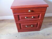 A MAHOGANY EFFECT BEDSIDE TABLE, 2 DRAWER PLUS PULL OUT DRINKS SHELF VGC