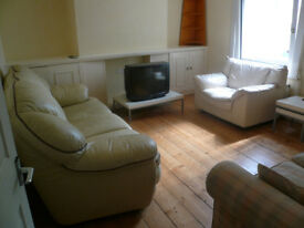 ROOMS AVAILABLE EASY ACCESS TO TOWN CENTRE AND ALL AMENITIES FROM 2 AUGUST