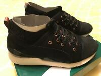 Brand New PUMA Pearl Velvet Rope Trainers in Size 7