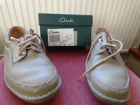 Clarks fawn leather lace up casual shoes – size 9