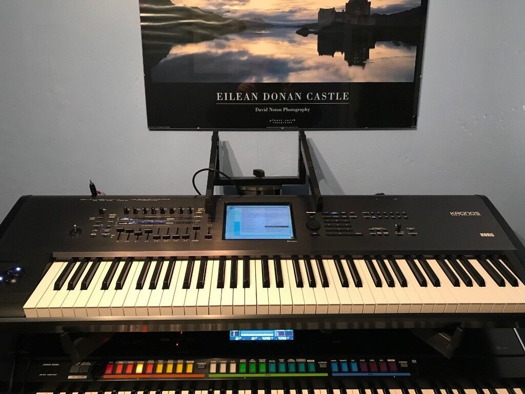 KORG KRONOS 73 piano-weighted keyboard/workstation   in Penicuik,  Midlothian   Gumtree