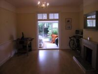 **BEAUTIFUL 4 BEDROOM 2 BATHROOM HOUSE WITH A SPACIOUS GARDEN** LOCATED IN MITCHAM, AVAILABLE NOW!!