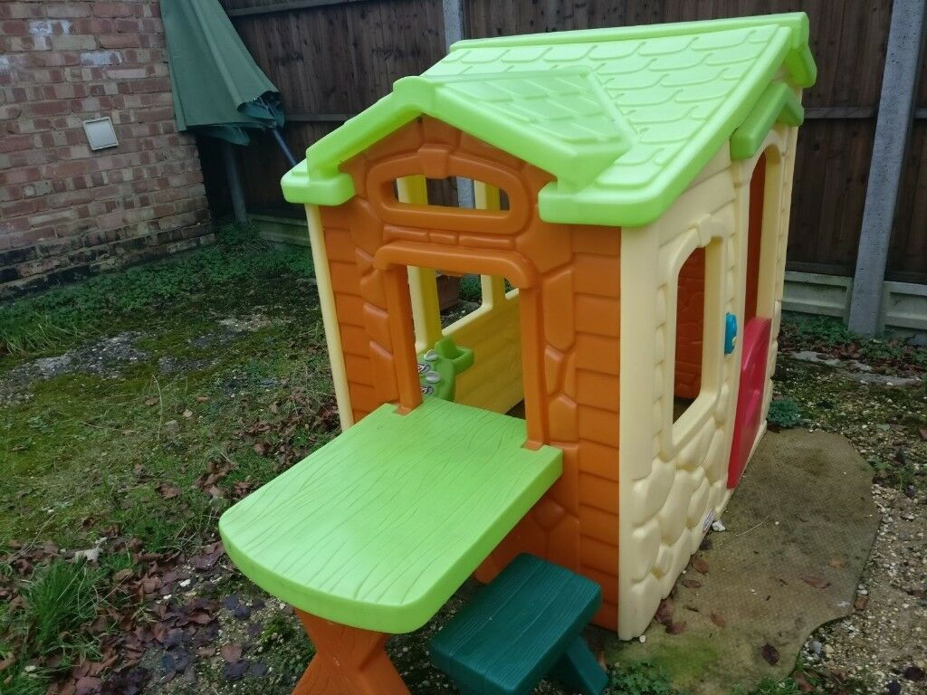 Little tikes picnic in the patio playhouse