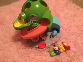 Vintage teletubbies Tomy playset house with figures