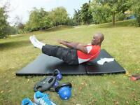THE PERSONAL TRAINER >Group Fitness classes 1 & 1training