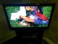 Sony Bravia 40in LCD HD Ready Piano Black 1080p Digital Freeview Television With Remote Stand