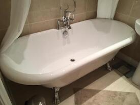Stylish, new, vintage look, roll top free-standing bath
