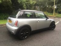 Mini Cooper 1600 Silver / Black. Only 1 Previous Owner. Full Year MOT. Genuine And Un-Abused.