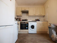 PERFECT FOR SHARERS Large 2/3 double bedroom flat with separate kitchen located on Seven Sisters Rd