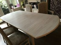 Extendable dining table and 6 chairs in limed oak