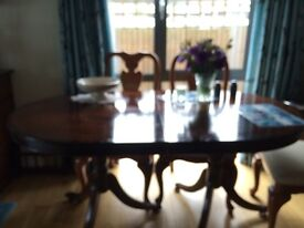 Reproduction Mahogony table. excellent condition. With table extension