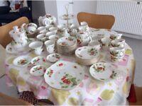 77 PIECES QUEENS VIRGINIA STRAWBERRY FINE BONE CHINA TEA AND COFFEE SETS WEDDING