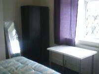 LOVELY TWIN ROOM FOR SHARE IN WILLESDEN GREEN! *GIRLS ONLY*
