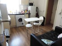 Crwys Road , **Bills Included** Cathay`s Modern 2 bed first floor Flat in a prime area. Free Wifi