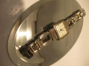 CLASSY STAINLESS STEEL BATTERY-OPERATED WATCH