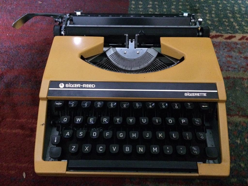 Silver Reed Silverette Typewriter