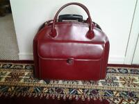 LADIES BEAUTIFUL DELUXE TRAVEL BAG