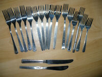 House clearance! 42 pieces cuttlery (spoons, teaspoons...) Students/party/flats for rent.. 20p each!
