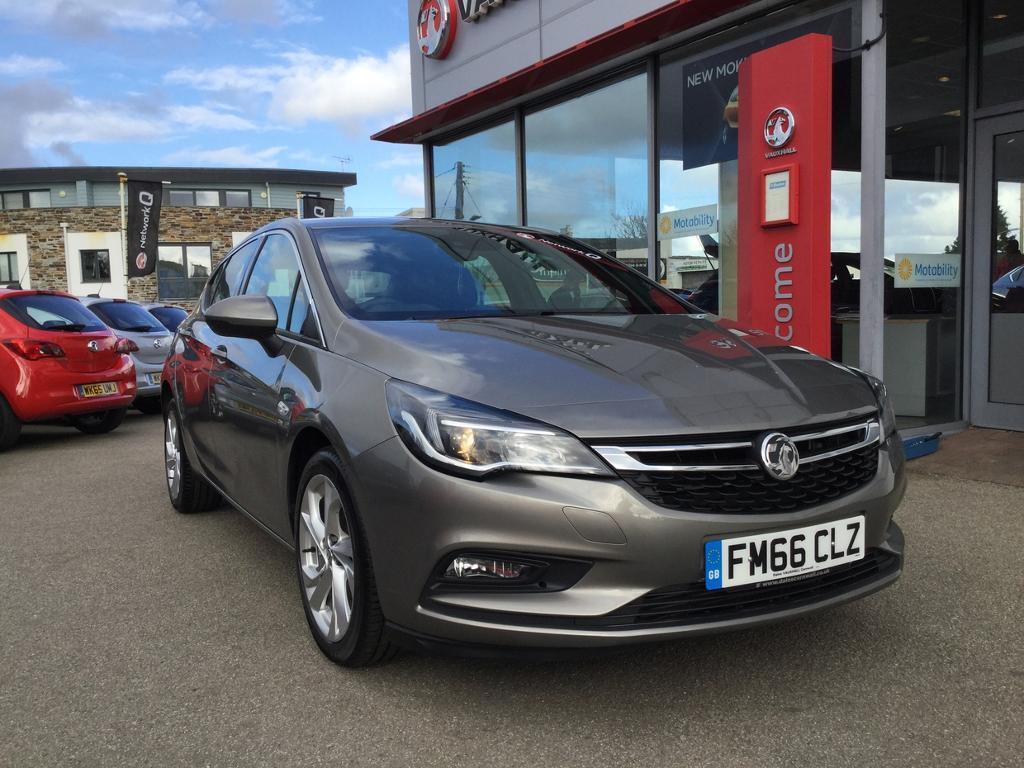 Vauxhall Astra 1.4T 16V 150 SRi Nav 5dr (grey) 2017   in ...