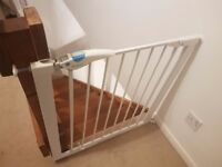 Baby Gate with baby safe handle