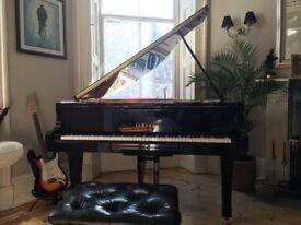Beautiful Yamaha C1 Baby Grand Piano (Black)
