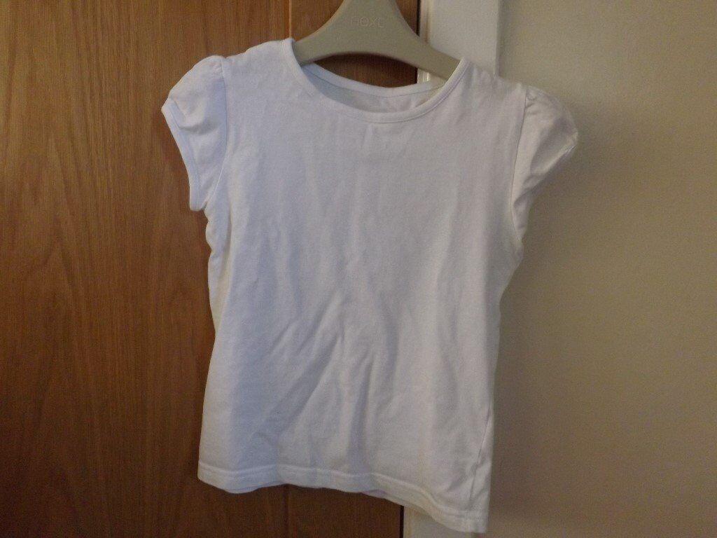 2 Girls White T-Shirts Age 7-8