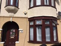 THREE BED HOUSE WITH TWO RECEPTION AND TWO BATHROOMS TO LET IN GOODMAYES - PART DSS WELCOME