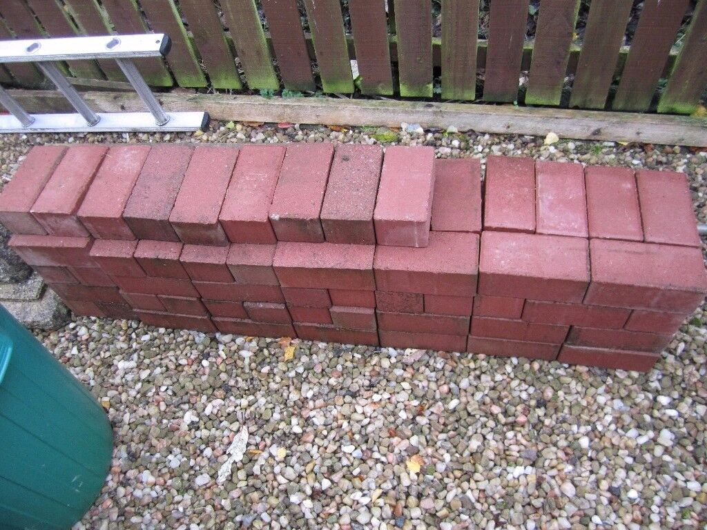 Monoblock paving bricks in red for patio/driveway/path – 95 bricks for sale in new unused condition.