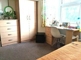 A spacious, furnished single room in a quiet area of Walthamstow