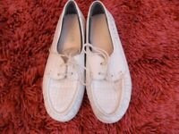 White Ladies Leather Bowling Shoes Size 6